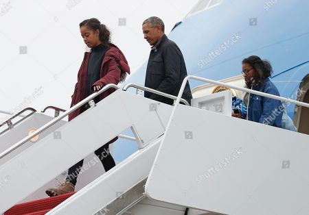 Barack Obama, Sasha Obama, Malia Obama President Barack Obama and his daughters Malia, left, and Sasha, right, arrive on Air Force One, in Andrews Air Force Base, Md., en route to Washington as they return from their annual vacation in Hawaii