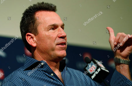 Gary Kubiak gestures as he steps down as head coach of the Denver Broncos because of health concerns, at team headquarters in Englewood, Colo