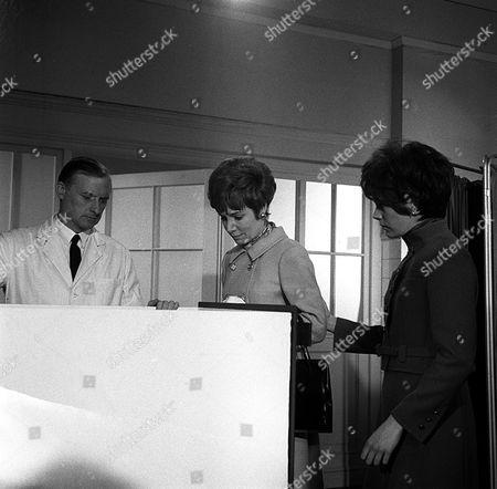 'Department S' - Last Train to Redbridge - TV - 1969 - Patricia English, Rosemary Nicols