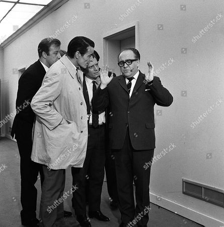 Stock Image of 'Department S' - The Perfect Operation - TV - 1969 - Tony Thawnton (left) Ronald Radd (right)