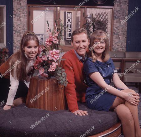 'Crossroads'   TV   Series 1 Vincent Ball and Susan Hanson