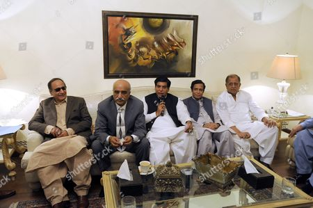 Raja Pervez Asharf (c) who Has Been Nominated As One of the Leading Candidates For Prime Ministership by President Asif Ali Zardari Sits with From (l-r) Chaudhry Shujaat Hussain Head of Coaltion Party Pakistan Muslim League Quaid (pml-q) Syed Khurshid Shah Pervez Elahi During Their Meeting in Islamabad Pakistan 21 June 2012 the Party and Its Coalition Allies Hold a Comfortable Majority in Parliament Making Ashraf the Likely Winner Among the Five Registered Candidates in the National Assembly's Vote Scheduled For Later Friday the New Prime Minister Will Replace Ousted Yousuf Raza Gilani Disqualified by a Conviction For Contempt of Court Pakistan Islamabad