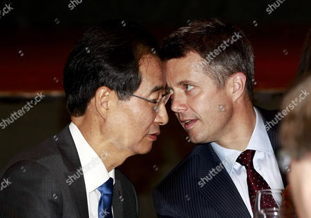 Danish Crown Prince Frederik (r) Talks with South Korea International Trade Association Chairman & Ceo Han Duck-soo (l) During a Business Luncheon Hosted by Four Presidnts of Economic Organizations at the Shilla Hotel in Seou South Korea 14 May 2012 Danish Crown Prince Frederik and Crown Princess Mary Arrived in Korea For a Five-day Visit Korea, Republic of Seoul