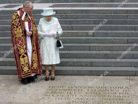 Britain's Queen Elizabeth Ii (r) and Dean of St Paul's David Ison (l) Look at an Inscription Commemorating Queen Victoria's Diamond Jubilee After the National Service of Thanksgiving to Celebrate Her Diamond Jubilee at St Paul's Cathedral in London Britain 05 June 2012 This is the Final Day of the Diamond Jubilee Central Weekend Celebrating Queen Elizabeth Ii's 60 Years on the Throne United Kingdom London