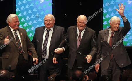 (l-r) Former Presidents Lech Walesa of Poland Mikhail Gorbachev of the Former Soviet Union F W De Klerk of South Africa and Jimmy Carter of the United States Pose For a Picture After the First Panel Discussion For the 12th World Summit of Nobel Peace Laureates at the University of Illinois at Chicago in Chicago Illinois Usa 23 April 2012 the Three Day Event is Themed 'Speak Up Speak out For Freedom and Rights' with a Focus on Engaging and Empowering Youth to Action United States Chicago