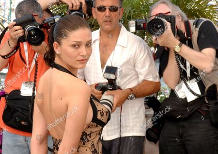 Turkish Actress Nurgul Yesilcay Poses During a Photocall For Turkish Director Fatih Akin's Film 'The Edge of Heaven' ('auf Der Anderen Seite') Running in Competition at the 60th Cannes Film Festival 23 May 2007 in Cannes France