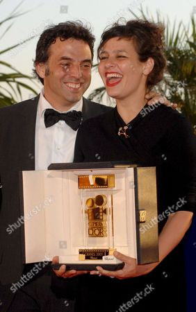 Israeli Directors Shira Geffen (r) and Etgar Keret Hold the Camera D'or Prize For Their Film 'Meduzot' During a Photocall at the 60th Cannes Film Festival 27 May 2007 in Cannes France