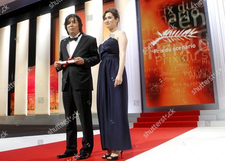 South Korean Director Lee Chang-dong (l) Poses For Photographs with French Actress Emmanuelle Devos (r) After He Received the Best Screenplay Award For His Movie 'Poetry' During the Closing Award Ceremony of the 63rd Cannes Film Festival in Cannes France 23 May 2010 the Award Ceremony is Followed by the Screening of 'The Tree' by French Director Julie Bertuccelli Presented out of Competition of the Cannes Film Festival 2010 France Cannes