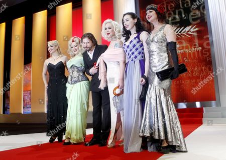 French Director Mathieu Amalric (3-l) Poses with Actresses (l-r) Julie Atlas Muz Dirty Martini Mimi Le Meaux Evie Lovelle and Kitty on the Keys After He Received the Best Director Award For His Movie 'Tournee' (on Tour) During the Closing Award Ceremony of the 63rd Cannes Film Festival in Cannes France 23 May 2010 the Award Ceremony is Followed by the Screening of 'The Tree' by French Director Julie Bertuccelli Presented out of Competition of the Cannes Film Festival 2010 France Cannes