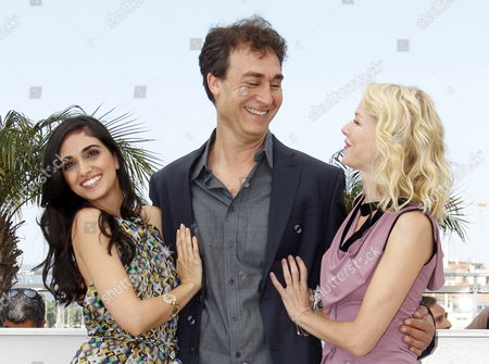 (l-r) Israeli Actress Liraz Charhi Us Director Doug Liman and British Actress Naomi Watts Pose During the Photocall of the Movie 'Fair Game' During the 63rd Cannes Film Festival in Cannes France 20 May 2010 the Movie by Doug Liman is Presented in Competition at the Cannes Film Festival 2010 Running From 12 to 23 May France Cannes