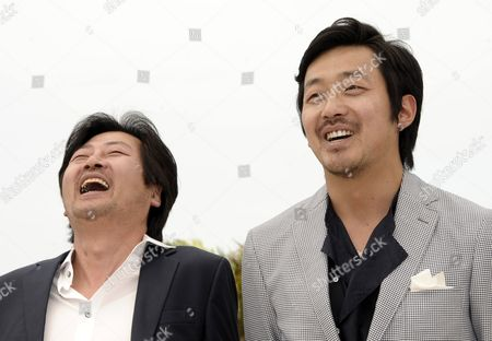 Korean Actors Kim Yun-seok (l) and Ha Jung-woo (r) Pose During the Photocall For 'The Murderer/the Yellow Sea' at the 64th Cannes Film Festival in Cannes France 18 May 2011 the Movie by Korean Director Na Hong-jin is Presented in the 'Un Certain Regard' Section of the Film Festival Running From 11 to 22 May France Cannes