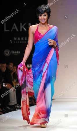 Bollywood Actress Mandira Bedi Presents a Creation by Satya Paul at the Lakme Fashon Week Summer/resort 2010 in Mumbai India 08 March 2010 Some 60 Designers Are Showcasing Their Collections During Lfw Summer/resort 2010 Running Until 09 March India Mumbai