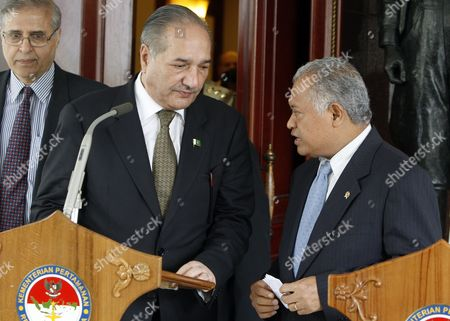 Pakistan's Defence Minister Chaudry Ahmad Mukhtar (l) Chats with His Indonesian Counterpart Purnomo Yusgiantoro (r) Shortly Before a Press Conference in Jakarta Indonesia 21 July 2010 Chaudry Ahmad Mukhtar is on an Official Visit Aiming to Enhance and Strengthen the Defence Relationships Between Both Countries Indonesia Jakarta