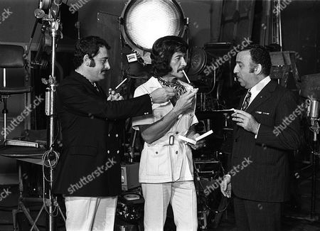 'Jason King'  - Peter Wyngarde on Set with Two Agents From Kuwait !