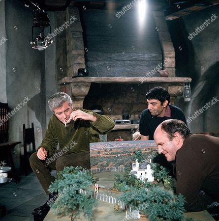 'Man in a Suitcase' - 'Night Flight to Andorra' - Richard Bradford, Zia Mohyeddin and Ewan Hooper