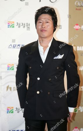 South Korean Actor Yoo Hae-jin Arrives For the 31th Blue Dragon Film Awards at the National Theater in Seoul South Korea 26 November 2010 the Blue Dragon ('cheongryong') Awards Are One of the Country's Two Major Film Awards Korea, Republic of Seoul
