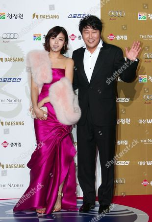 South Korean Actress Kim Ok-bin and Actor Song Kang-ho who Perform on the Movie 'Thirst' Arrive For the 30th Blue Dragon Film Awards at the Youido Kbs Hall in Seoul South Korea 02 December 2009 the Blue Dragon ('cheongryong') Awards is One of the Country's Two Major Film Awards Korea, Republic of Seoul