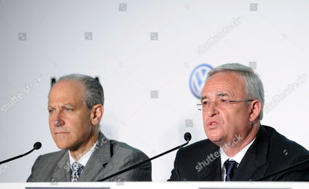 Martin Winterkorn (r) Ceo of Volkswagen and Glenn Lowry (l) the Director of the New York Museum of Modern Art (moma) at a News Conference Announcing a New Partnership Between Volkswage the Museum of Modern Art and Moma Ps1 in New York New York Usa 23 May 2011 the Prime Focus of the Strategic Partnership Lies in the Project with the Working Title 'International Discovery' the Development of an International Contemporary Art Exhibition Further Pillars of the Partnership Are the Extension of the Moma Online Education Program the Donation of Two Works by Francis Alªs and the Sponsorship of a Series of Installations in the Abby Aldrich Rockefeller Sculpture Garden United States New York