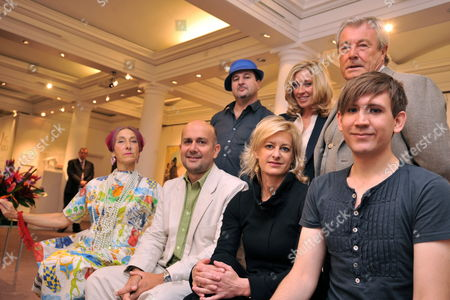 Stock Image of (top Row L-r) South African Artist Beezy Bailey Us Co-founder of the 'Art For Africa' Project Jessica Getty British Photographer Terry O'neill (bottom Row L-r) British Artist Silvia Ziranek British Artist Marc Quinn British Photographer Alison Jackson and British Artist Stuart Semple Pose For a Photograph During a Press Preview of the Charity Auction 'Art For Africa' Held at Sotheby's Auction House in London Britain 16 September 2009 the Proceeds From the Auction Will Donated to the Africa Foundation Which Supports Children in Africa the Auction is Held on 21 September United Kingdom London