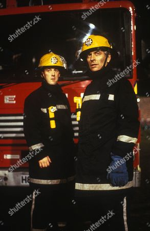 'London's Burning   TV Series 8 1995 Picture shows - Ross Boatman as Kevin Medhurst and James Hazeldine as Mike 'Bayleaf' Wilson