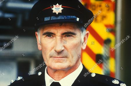 'London's Burning   TV Series 12 2000 Picture shows - Edward Peel as John Coleman