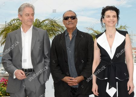 (l-r) British Opera Singer William Shimell Iranian Director Abbas Kiarostami and French Actress Juliette Binoche Pose During the Photocall of the Movie 'Copie Conforme' (certified Copy) During the 63rd Cannes Film Festival in Cannes France 18 May 2010 the Movie by Abbas Kiarostami is Presented in Competition at the Cannes Film Festival 2010 Running From 12 to 23 May France Cannes
