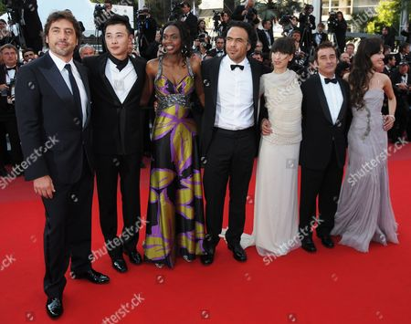 Stock Image of Spanish Actor Javier Bardem (l) Actress Diaryatou Daff (3-l) Mexican Director Alejandro Gonzalez Inarritu (c) Argentinian Actress Maricel Alvarez (3-r) and Spanish Actor Eduard Fernandez (2-r) and Guests Arrive For the Screening of the Movie 'Biutiful' During the 63rd Cannes Film Festival in Cannes France 17 May 2010 the Movie by Alejandro Gonzalez Inarritu is Presented in Competition at the Cannes Film Festival 2010 Running From 12 to 23 May France Cannes