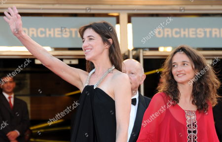 French Director Julie Bertuccelli (r) and French Actress Charlotte Gainsbourg Are Welcomed by President of the Festival Gilles Jacob (c) As They Arrive For the Closing Award Ceremony of the 63rd Cannes Film Festival in Cannes France 23 May 2010 the Award Ceremony is Followed by the Screening of 'The Tree' by Julie Bertuccelli Presented out of Competition of the Cannes Film Festival 2010 France Cannes