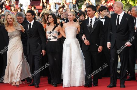 (l-r) Former Cia Agent Valerie Plame Egyptian Actor Khaled Nabawy Israeli Actress Liraz Charhi British Actress Naomi Watts Us Director Doug Liman and Us Actor Noah Emmerich Arrive For the Screening of the Movie 'Fair Game' During the 63rd Cannes Film Festival in Cannes France 20 May 2010 the Movie by Doug Liman is Presented in Competition at the Cannes Film Festival 2010 Running From 12 to 23 May France Cannes