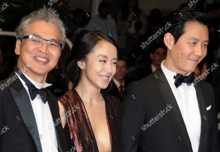 South-korean Director Im Sang-soo (l) Arrives with South-korean Actors and Cast Members Jeon Do-youn (c) and Lee Jung-jae (r) For the Screening of the Movie 'The Housemaid' During the 63rd Cannes Film Festival in Cannes France 14 May 2010 the Movie by Im Sang-soo is Presented in Competition at the Cannes Film Festival 2010 Running From 12 to 23 May France Cannes
