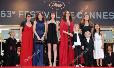 French Director Julie Bertuccelli (5-r) Actress Zoe Boe (r) Actor Gabriel Gotting (2-r Front) Actress Morgana Davies (4-r) French Actress Charlotte Gainsbourg (3-l) and Producers Arrive For the Closing Award Ceremony of the 63rd Cannes Film Festival in Cannes France 23 May 2010 the Award Ceremony is Followed by the Screening of 'The Tree' by Julie Bertuccelli Presented out of Competition of the Cannes Film Festival 2010 France Cannes
