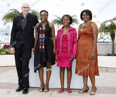 (l-r) South African Director Oliver Schmitz Actresses Lerato Mvelase Khomotso Manyaka and Harriet Manamela Pose During the Photocall of the Movie 'Life Above All' During the 63rd Cannes Film Festival in Cannes France 18 May 2010 the Movie by Oliver Schmitz is Presented in the 'Un Certain Regard' Section at the Cannes Film Festival 2010 Running From 12 to 23 May France Cannes