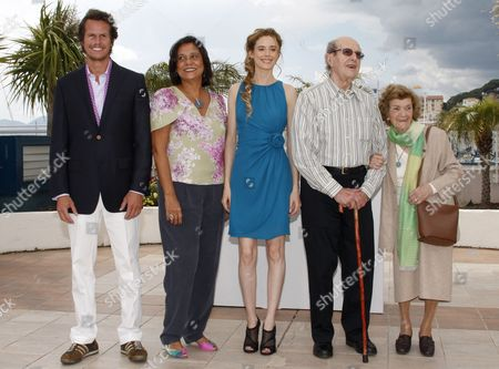 Portuguese Director Manoel De Oliveira (2-r) Poses with His Wife (r) and Actors and Cast Members Ricardo Trepa (l) Pilar Lopez (c) and Ana Maria Magalhaes (2-l) During the Photocall of the Movie 'O Estranho Caso De Angelica' (the Strange Case of Angelica) During the 63rd Cannes Film Festival in Cannes France 13 May 2010 the Movie by Manoel De Oliveira is Presented in the 'Un Certain Regard' Selection at the Cannes Film Festival 2010 Running From 12 to 23 May France Cannes