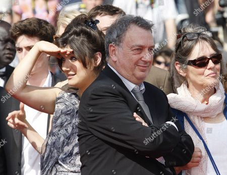 British Director Stephen Frears (c) His Wife Anne Rothenstein (r) and His Daughter Lola Frears (l) Arrive For the Screening of the Movie 'Tamara Drewe' During the 63rd Cannes Film Festival in Cannes France 18 May 2010 the Movie by Stephen Frears is Presented in Competition at the Cannes Film Festival 2010 Running From 12 to 23 May France Cannes