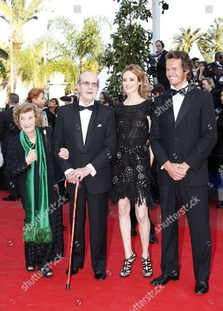 Portuguese Director Manoel De Oliveira (2-l) Arrives with His Wife Maria Isabel Carvalhais (l) Spanish Actress Pilar Lopez (2-r) and Portuguese Actor Ricardo Trepa (r) For the Screening of the Movie 'Tournee' (on Tour) During the 63rd Cannes Film Festival in Cannes France 13 May 2010 the Movie by French Director Mathieu Amalric is Presented in Competition at the Cannes Film Festival 2010 Running From 12 to 23 May France Cannes