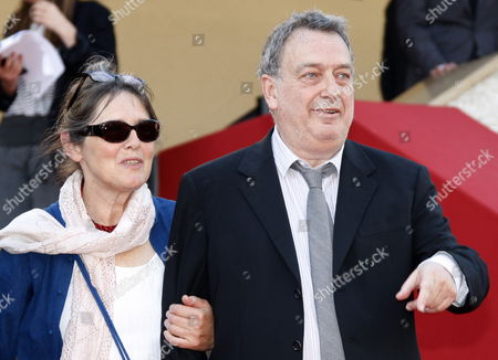 British Director Stephen Frears (r) and His Wife Anne Rothenstein (l) Arrive For the Screening of the Movie 'Tamara Drewe' During the 63rd Cannes Film Festival in Cannes France 18 May 2010 the Movie by Stephen Frears is Presented in Competition at the Cannes Film Festival 2010 Running From 12 to 23 May France Cannes