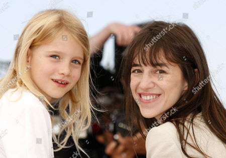 Actress Morgana Davies (l) and French Actress Charlotte Gainsbourg (r) Pose During the Photocall of the Movie 'The Tree' During the 63rd Cannes Film Festival in Cannes France 23 May 2010 the Movie by French Director Julie Bertuccelli is Presented out of Competition at the Cannes Film Festival 2010 Running From 12 to 23 May France Cannes
