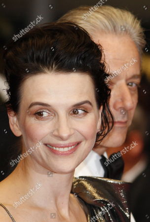 French Actress Juliette Binoche (l) and British Opera Singer William Shimell (r) Arrive For the Screening of the Movie 'Copie Conforme' (certified Copy) During the 63rd Cannes Film Festival in Cannes France 18 May 2010 the Movie by Iranian Director Abbas Kiarostami is Presented in Competition at the Cannes Film Festival 2010 Running From 12 to 23 May France Cannes