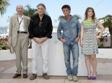 (l-r) German Actor Heinz Lieven Us Actor Judd Hirsch Us Actor Sean Penn and Irish Actress Eve Hewson Pose During the Photocall For 'This Must Be the Place' at the 64th Cannes Film Festival in Cannes France 20 May 2011 the Movie by Italian Director Paolo Sorrentino is Presented in the Official Competition of the Film Festival Running From 11 to 22 May France Cannes
