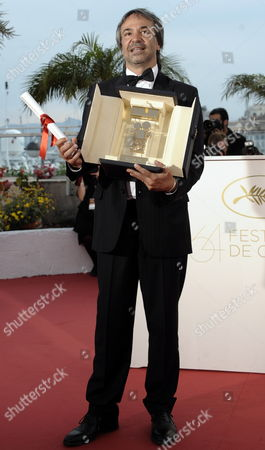 Argentine Director Pablo Giorgelli Poses with the Camera D'or Trophy For 'Las Acacias' During the Award Winners Photocall on the Closing Day the 64th Cannes Film Festival in Cannes France 22 May 2011 France Cannes
