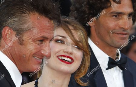 (l-r) Us Actor Sean Penn Irish Actress Eve Hewson and Israeli Actor Liron Levo Arrive For the Screening of 'This Must Be the Place' During the 64th Cannes Film Festival in Cannes France 20 May 2011 the Movie by Italian Director Paolo Sorrentino is Presented in the Official Competition of the Film Festival Running From 11 to 22 May France Cannes