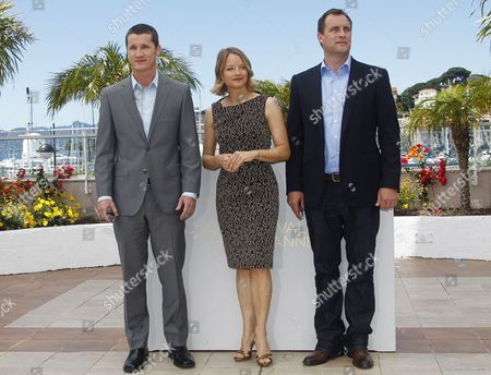 Us Actress and Director Jodie Foster (c) Screenwriter Kyle Killen (l) and Producer Keith Redmon (r) Pose During the Photocall For 'The Beaver' at the 64th Cannes Film Festival in Cannes France 17 May 2011 the Movie by Jodie Foster is Presented out of Competition at the Film Festival Running From 11 to 22 May France Cannes