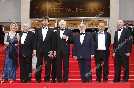 Italian Actor Renato Scarpa (3-r) Italian Actor Dario Cantarelli (r) Polish Actor Jerzy Stuhr (3-l) French Actor Michel Piccoli (c) Italian Director Nanni Moretti (3-l) Italian Actress Margherita Buy (l) and Guest Arrive For the Screening of 'Habemus Papam' During the 64th Cannes Film Festival in Cannes France 12 May 2011 the Movie by Nanni Moretti is Presented in the Official Competition of the Film Festival Running From 11 to 22 May France Cannes