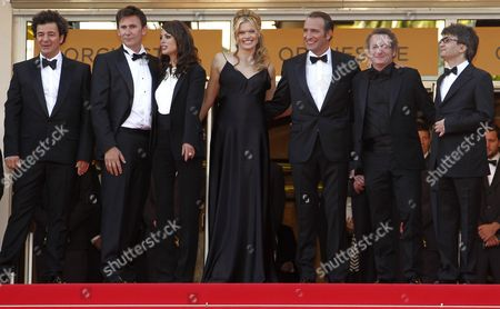 French Director Michel Hazanavicius (2-l) Us Actress Missi Pyle (c) French Actress Berenice Bejo (3-l) French Actor Jean Dujardin (3-r) French Cinematographer Guillaume Schiffman (2-r) French Producer Thomas Langmann (r) and Guest Arrive For the Screening of 'The Artist' During the 64th Cannes Film Festival in Cannes France 15 May 2011 the Movie by Michel Hazanavicius is Presented in the Official Competition of the Film Festival Running From 11 to 22 May France Cannes