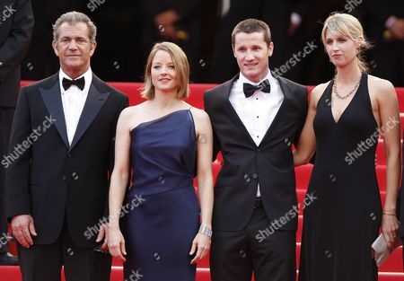 (l-r) Us Actor Mel Gibson Us Actress and Director Jodie Foster Screenwriter Kyle Killen and His Wife Laura Allen Arrive For the Screening of 'The Beaver' During the 64th Cannes Film Festival in Cannes France 17 May 2011 the Movie by Jodie Foster is Presented out of Competition at the Film Festival Running From 11 to 22 May France Cannes