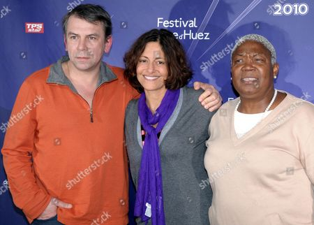 French Actors Firmine Richard (r) and Philippe Torreton (l) Pose with Gisele Tsobanian (c) President of the Association 'Les Toiles Enchantees ' During a Photocall As They Attend the 13th Alpe D'huez Film Festival in L'alpe D'huez France 20 January 2010 the Festival Runs Until 24 January France L'alpe D'huez