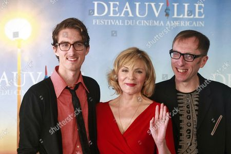 Us Director Keith Bearden (r) Poses with British Actress Kim Cattrall (c) and Us Actor Dustin Ingram (l) During a Photocall For Their Movie 'Meet Monica Velour' at the 36th Annual Deauville American Film Festival in Deauville France 11 September 2010 the Movie by Us Director Keith Bearden is Presented in the Premieres Section at the Festival Running From 03 to 12 September France Deauville
