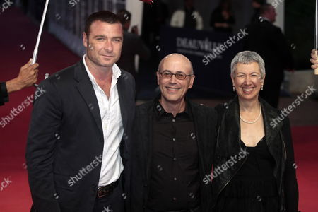 (l-r) Us Actor Liev Schreiber and Us Director Richard Levine with His Wife Pose on the Red Carpet Before the Screening of Their Movie 'Every Day' During the 36th American Film Festival of Deauville in Deauville France 06 September 2010 the Movie is Presented in the Premieres Section at the Festival Running From 03 to 12 September France Deauville
