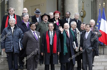 International Economists (first Row From L) China's Yu Yongding Barbados' Avinash Persaud France's Jean-paul Fitoussi Us Nobel Price Laureate Joseph Stiglitz Ecuador's Perez Pedro Paez (2nd Row From L) Us Robert Johnson Italy's Marcello De Cecco British Lord Nicholas Stern French Francois Bourguignon and Fellow Colleagues Leave the Elysee Palace in Paris France 06 January 2011 After a Working Lunch with French President Nicolas Sarkozy and International Economists to Prepare the G20 Meeting French President Has Set As G20 Priorities a Major Overhaul of the Global Economy's Infrastructure Including a Reforming the Monetary System and Ending Excessive Price Swings in Commodity Markets As Well As Improving Economic Governance France Paris