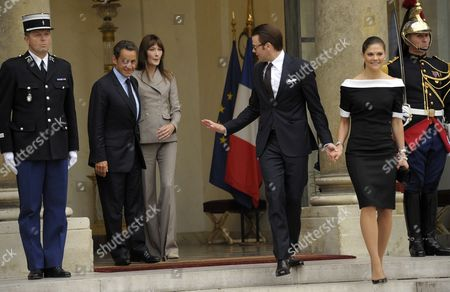 French President Nicolas Sarkozy (l) and First Lady Carla Bruni Sarkozy (2-l) Bid Farewell to Princess Victoria of Sweden (r) and Her Husband Prince Daniel (2-r) at Elysee Palace in Paris France 28 September 2010 at the End of Their Meeting on the Third Day of the Royal Couple's Official Visit to France Crown Princess Victoria and Prince Daniel Westling Are on a Four-day Official Visit in France France Paris